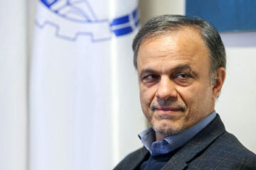 وزیر صمت اعلام کرد:  دو روش ایفای تعهدات ارزی صادرکنندگان/ ترخیص ۴ میلیون تن کالا از گمرکات کشور از زمان ابلاغ مصوبه ستاد اقتصادی دولت
