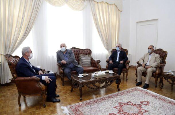 استاندار اذربایجان شرقی در دیدار با هیئت مدیره خانه صمت استان:فعالان بخش خصوصی در تحقق شعار سال رسالت سنگینی دارند.