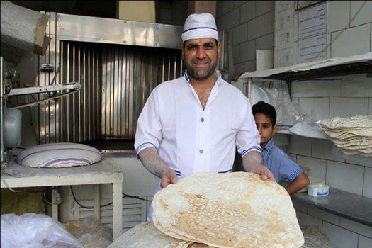 فاضلی در جمع خبرنگاران: موافقت دولت با افزایش مشروط قیمت نان/نان ۱۵درصد گران میشود
