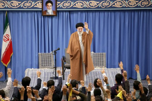 رهبر معظم انقلاب اسلامی در دیدار هزاران نفر از دانشجویان و دانشآموزان: مذاکره با آمریکا هیچ نتیجهای ندارد چون قطعا هیچ امتیازی نمیدهند